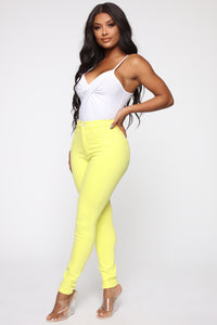 Eva Super Soft Curvy Skinny Jean - Yellow Angle 2