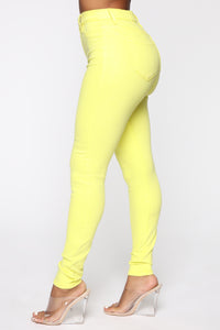 Eva Super Soft Curvy Skinny Jean - Yellow Angle 5