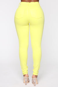 Eva Super Soft Curvy Skinny Jean - Yellow Angle 6