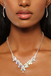 Bella Earring And Necklace Set - Silver