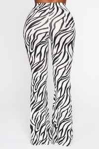 Draw The Blinds Flare Pants - White/Black