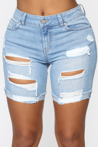Got The Game Bermuda Shorts - Light Blue Wash