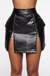 Everybody Wanna Be This Mini Skirt - Black