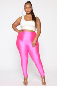 Focus On Me Ruched Leggings - Neon Pink
