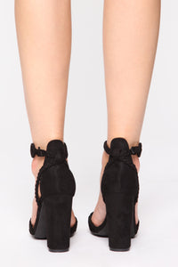 Sharp Attitude Heeled Sandals - Black