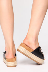 Take A Look Flat Sandals - Black Angle 4