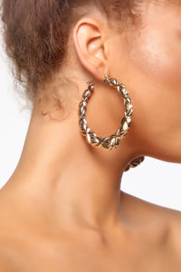 Rosa Textured Hoop Earrings - Gold