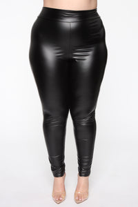 Party In The Back Ruched Leggings - Black