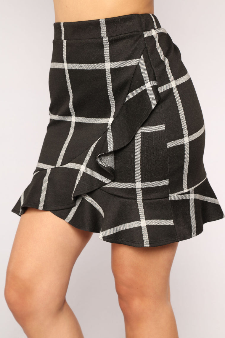 Off The Grid Ruffle Skirt - Black