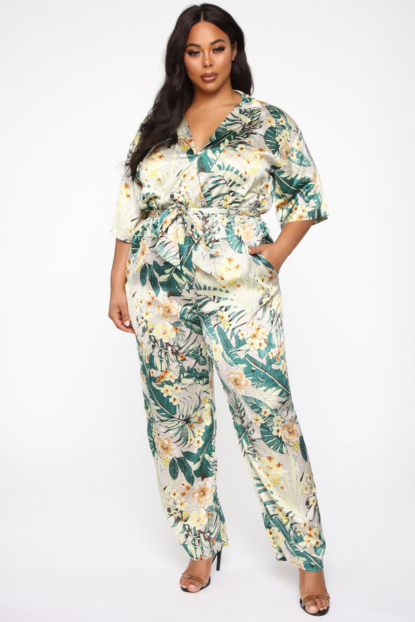 c7bfc8b7e8677 Plus Size & Curve Clothing | Womens Dresses, Tops, and Bottoms