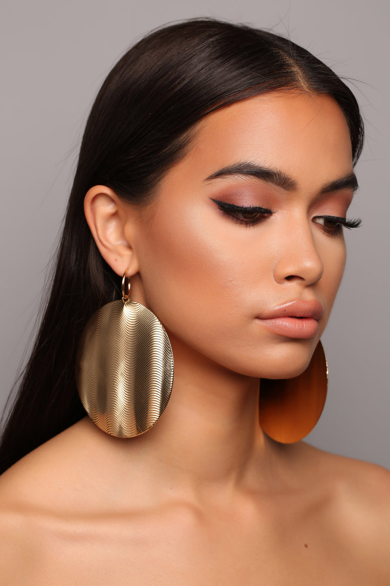 No Favors Hoop Earrings - Gold