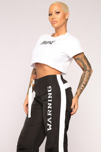 Hoe Crop Top - White/Black Angle 9