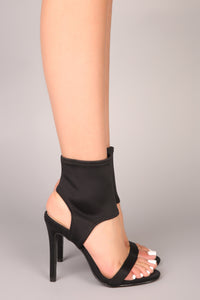 Bond Babe Heel - Black Angle 4