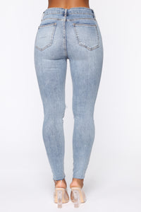 Hole On A Sec High Rise Jeans - Medium Blue Wash