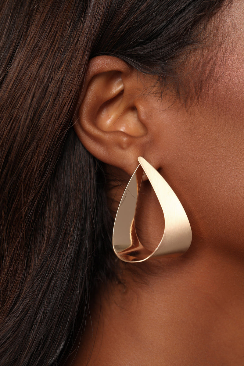 Plate The Game Earrings - Gold