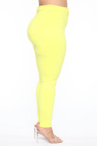 Eva Super Soft Curvy Skinny Jean - Yellow Angle 9