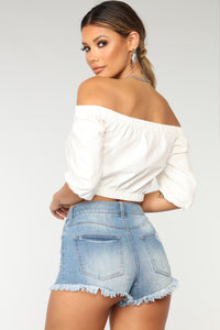 Leading The Troops Off Shoulder - White