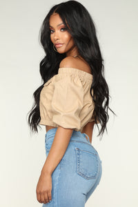 Leading The Troops Off Shoulder - Khaki