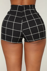 On The Line Shorts - Black