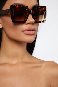 Your Go To Sunglasses - Tortoise