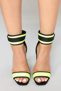 Diving Deep Heel - Black/Yellow