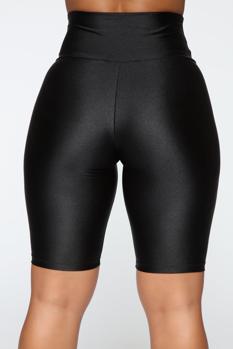 Nova Baesic Biker Short In Glossy Fabric - Black