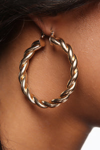 A Lil Twisted Hoop Earrings - Gold