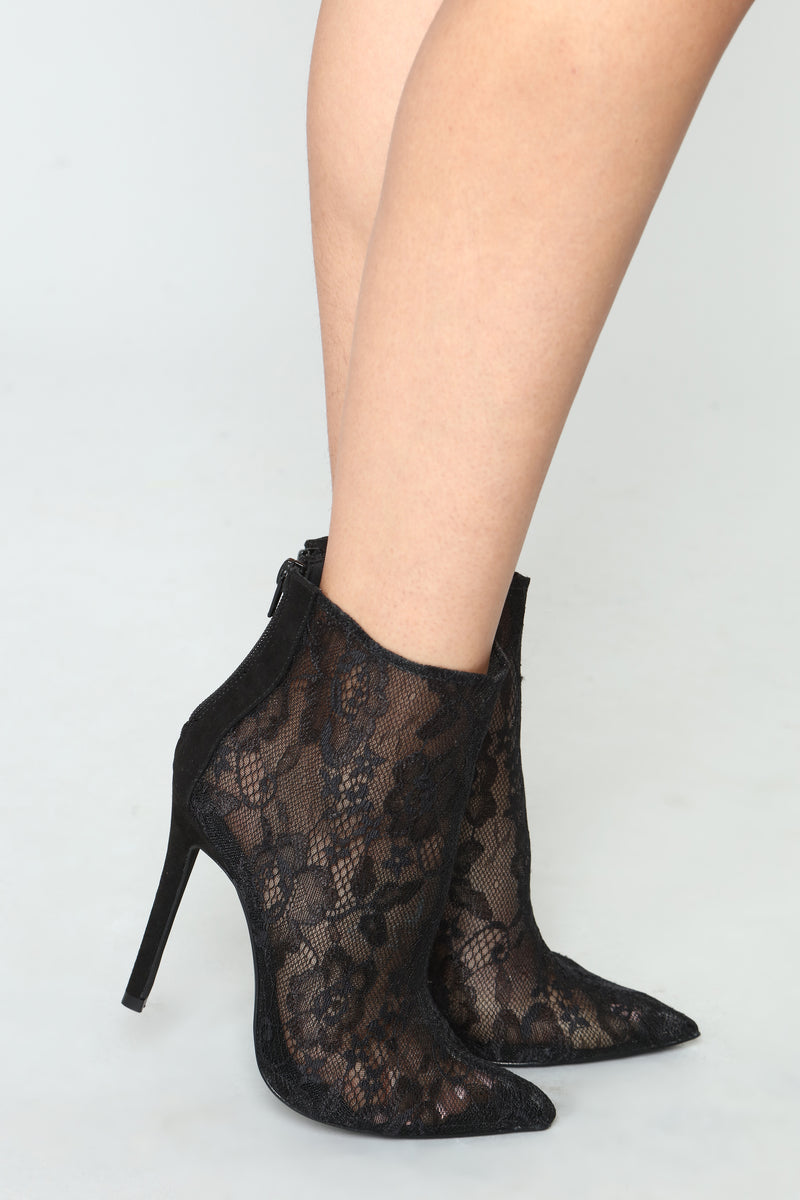 Adjust To The Fame Bootie - Black