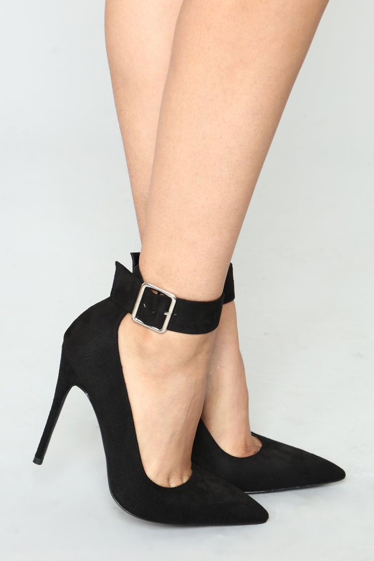 Plaid Knight Pump - Black