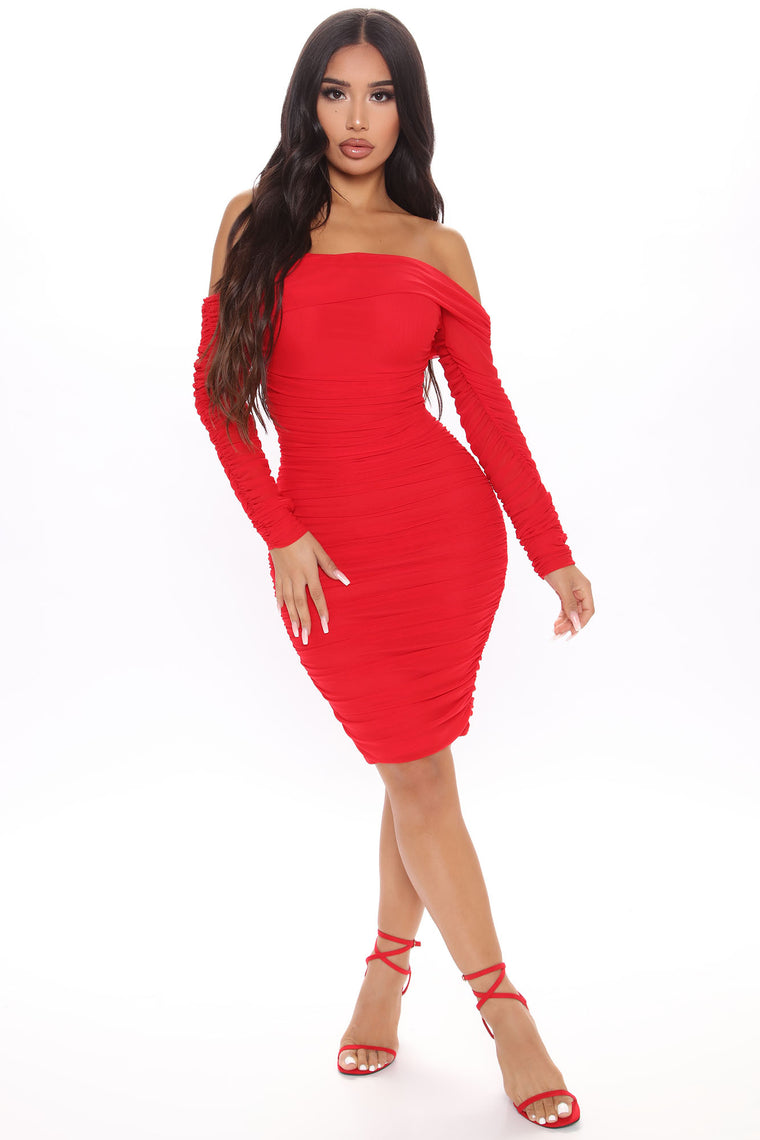 Ready In A Ruched Off Shoulder Midi Dress - Red