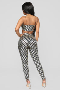 Off To The Races Checkered Set - Silver Angle 5