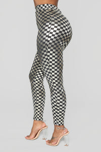 Off To The Races Checkered Set - Silver Angle 7