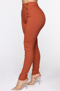 Work It Girl Skinny Pants - Cognac