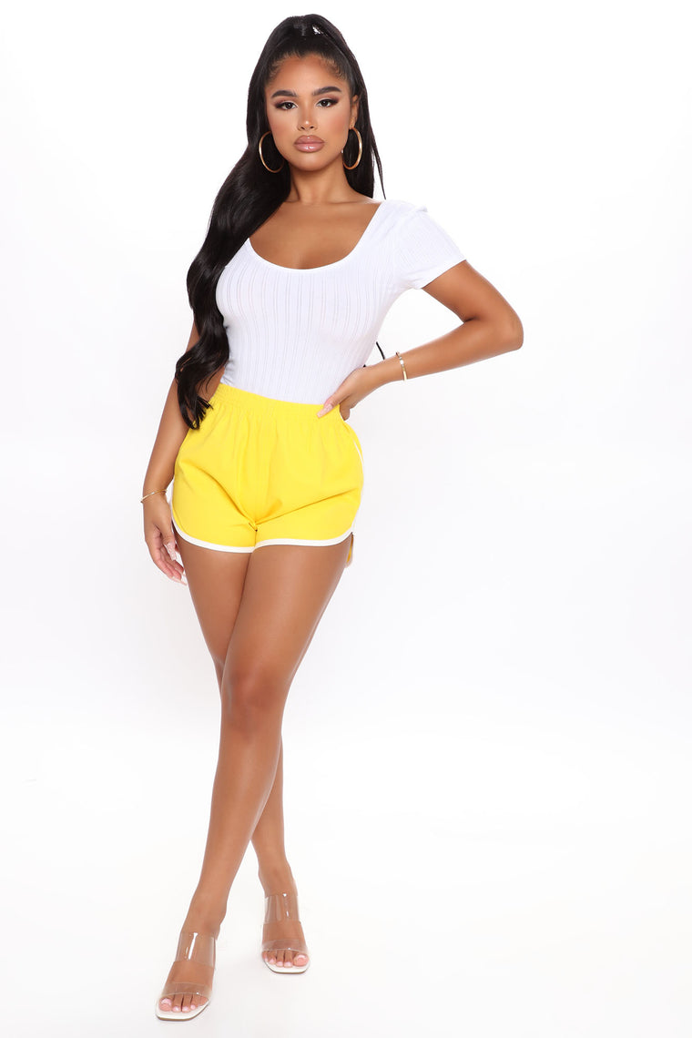 Running Back To You Shorts - Yellow
