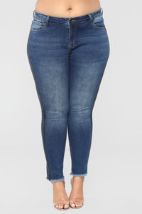 Something About Her High Rise Jeans - Medium Blue Wash