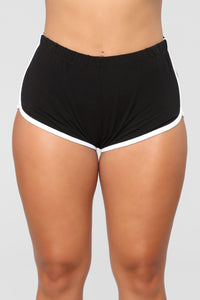 Conquering Mountains Shorts - Black