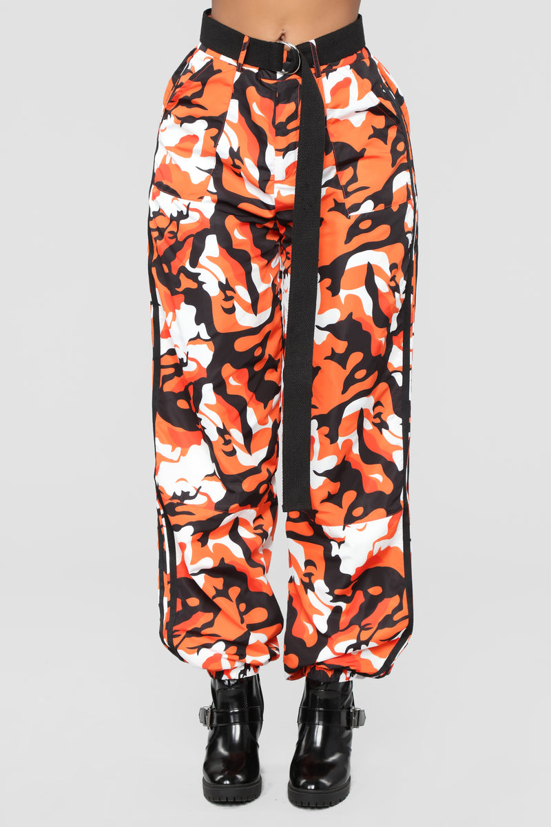 Ready To Hide Out Cargo Pants - Orange