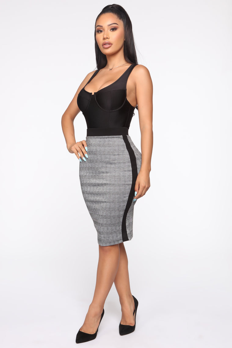 Eyes On The Prize Midi Skirt - Black/White