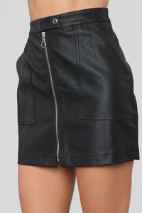 Run the World Skirt - Black