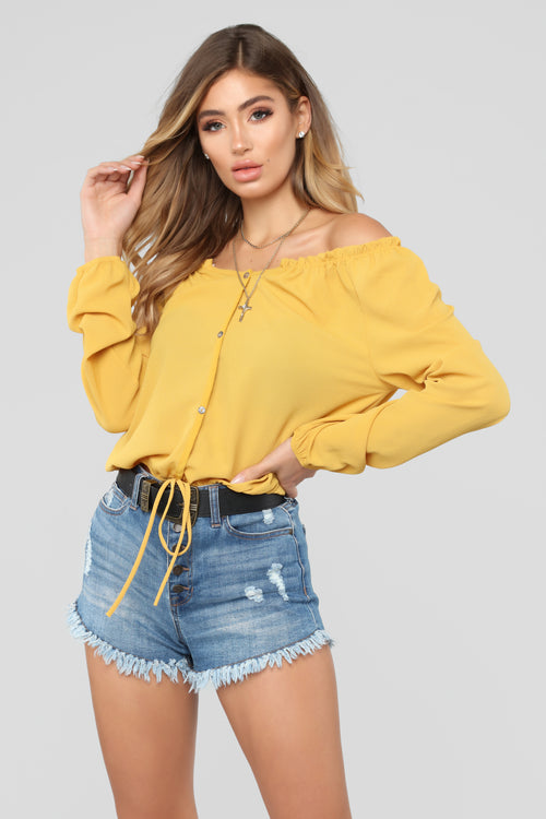 Lady in Waiting Top - Mustard