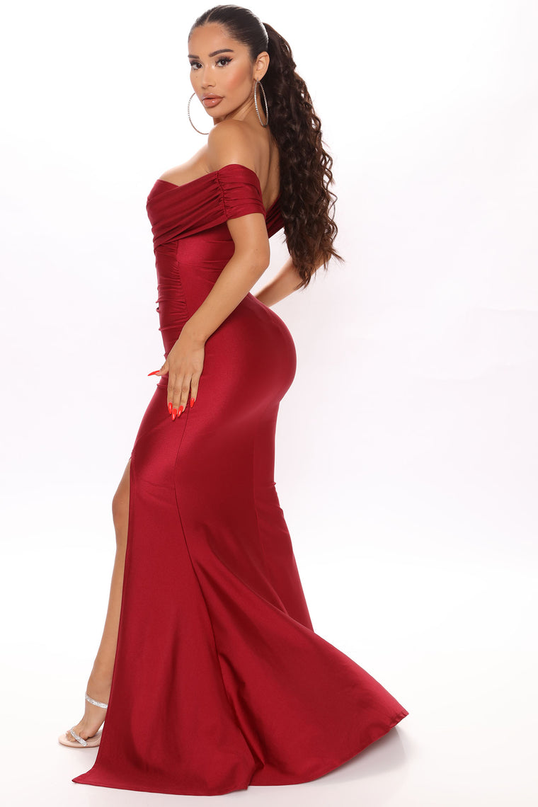 Ignore The Romance Maxi Dress - Burgundy