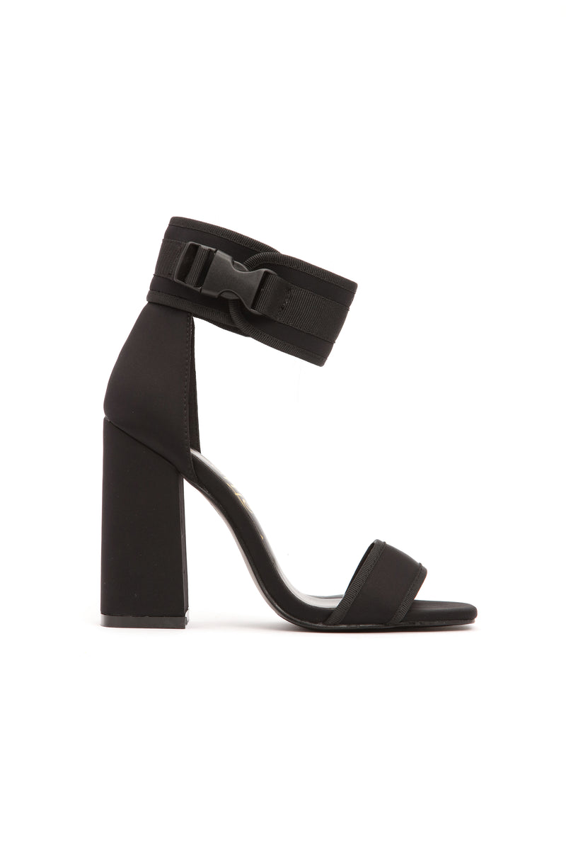 Diving Deep Heel - Black