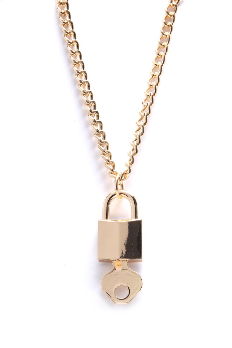 Got It On Lock Necklace - Gold