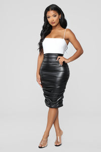 Going Downtown Skirt - Black