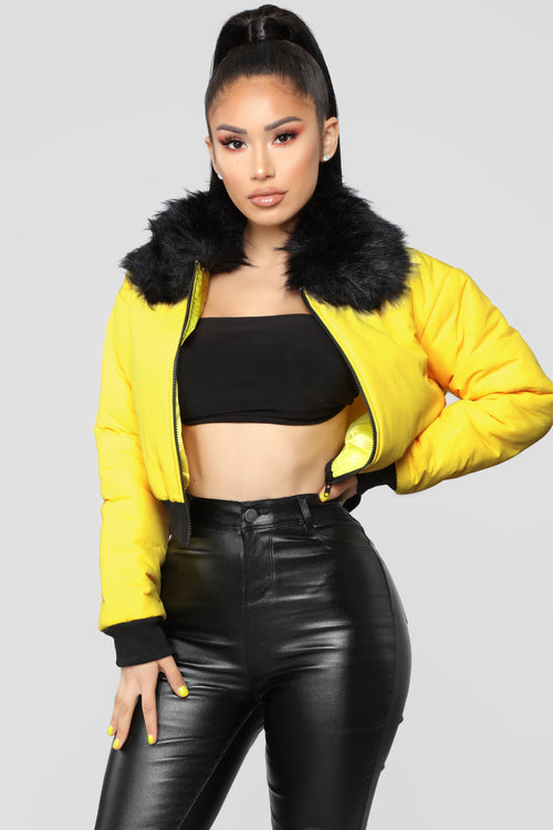 Center Attention Puffer Jacket - Yellow