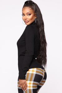 Kylie Ribbed Turtleneck Sweater - Black