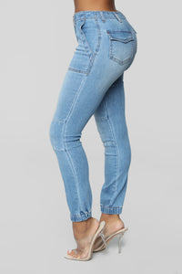 Best In Class High Rise Cargo Jeans - Medium Blue Wash