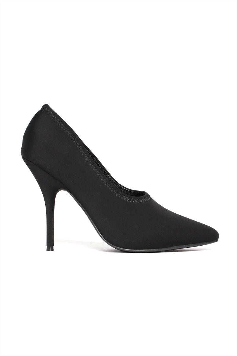 Be Daring Pump - Black