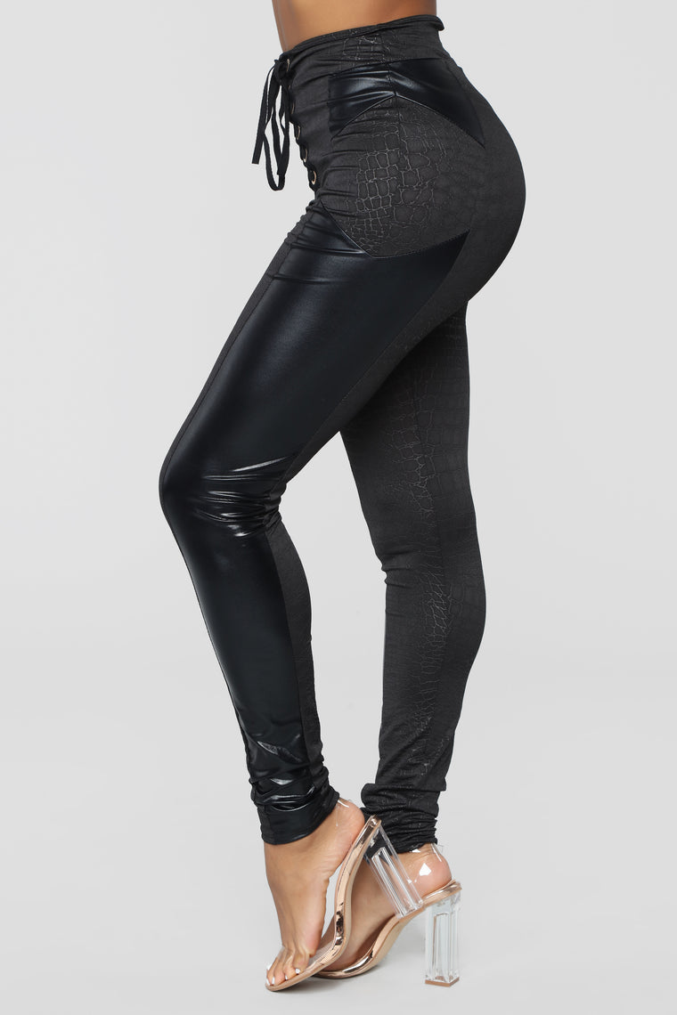 Dangerous Python Leggings - Black