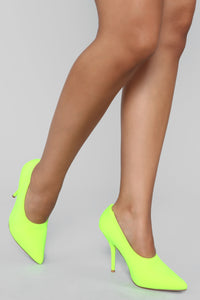 Be Daring Pump - Lime